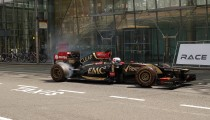CANARY WHARF STAGES F1 EXHIBITION RACE TO PETITION FOR LONDON GP