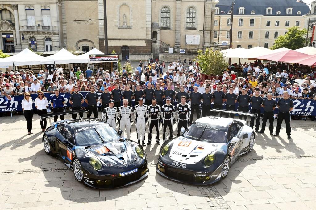 Porsche_911_ RSR_Dempsey_Racing_Proton_team_Le_Mans_2014_Patrick_Long_Joe_Foster_Patrick Dempsey_and_Proton_Competiti