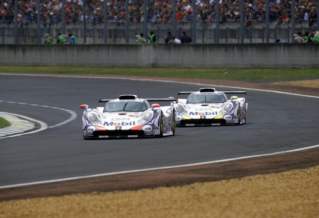 Porsche_911_GT1_winner_Le_Mans_1998-1024