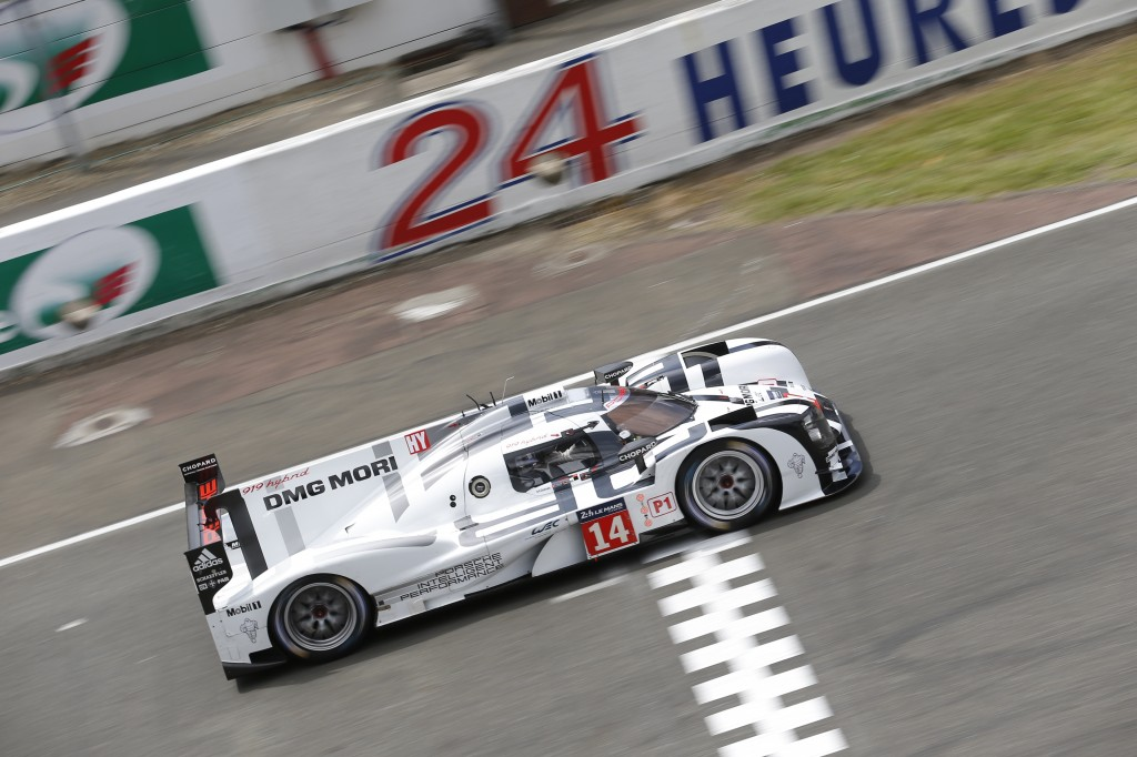 Porsche_919_Hybrid_LMP1_during_Le_Mans_testing
