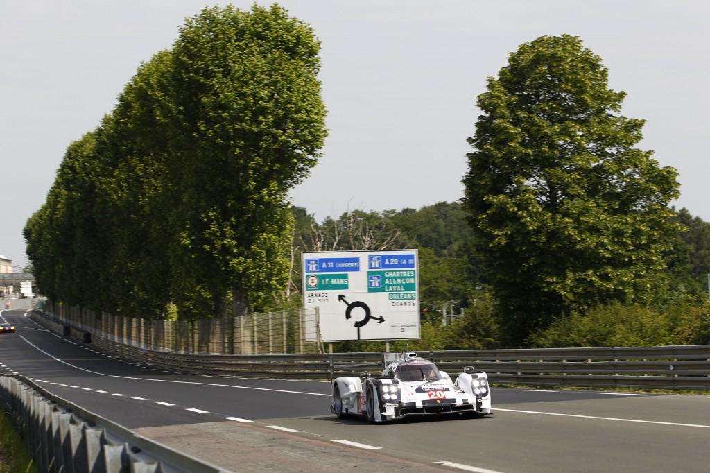 Porsche_919_Hybrid_LMP1_testing_at_Le_Mans