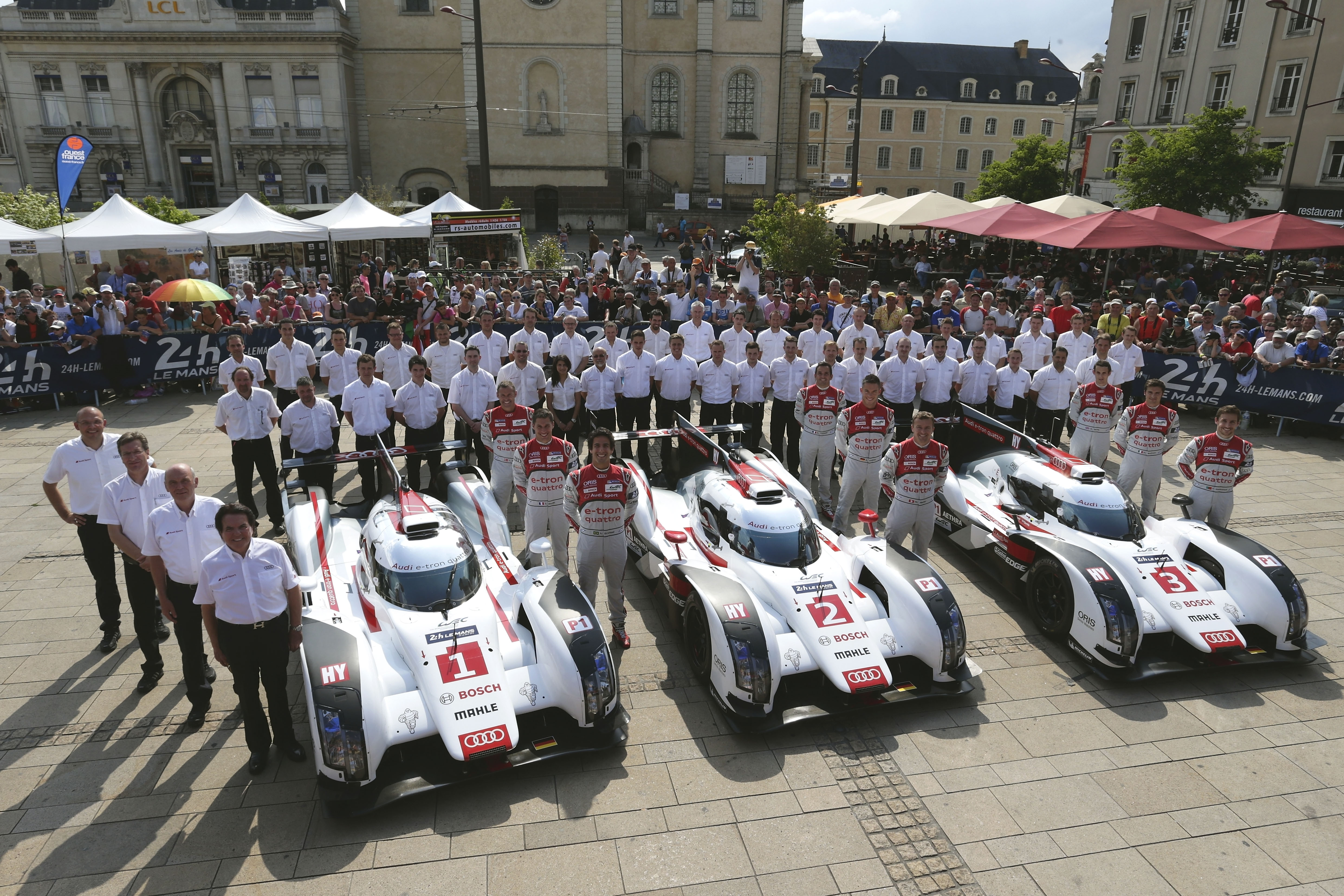 audi receives enthusiastic welcome at le mans build race party. Black Bedroom Furniture Sets. Home Design Ideas