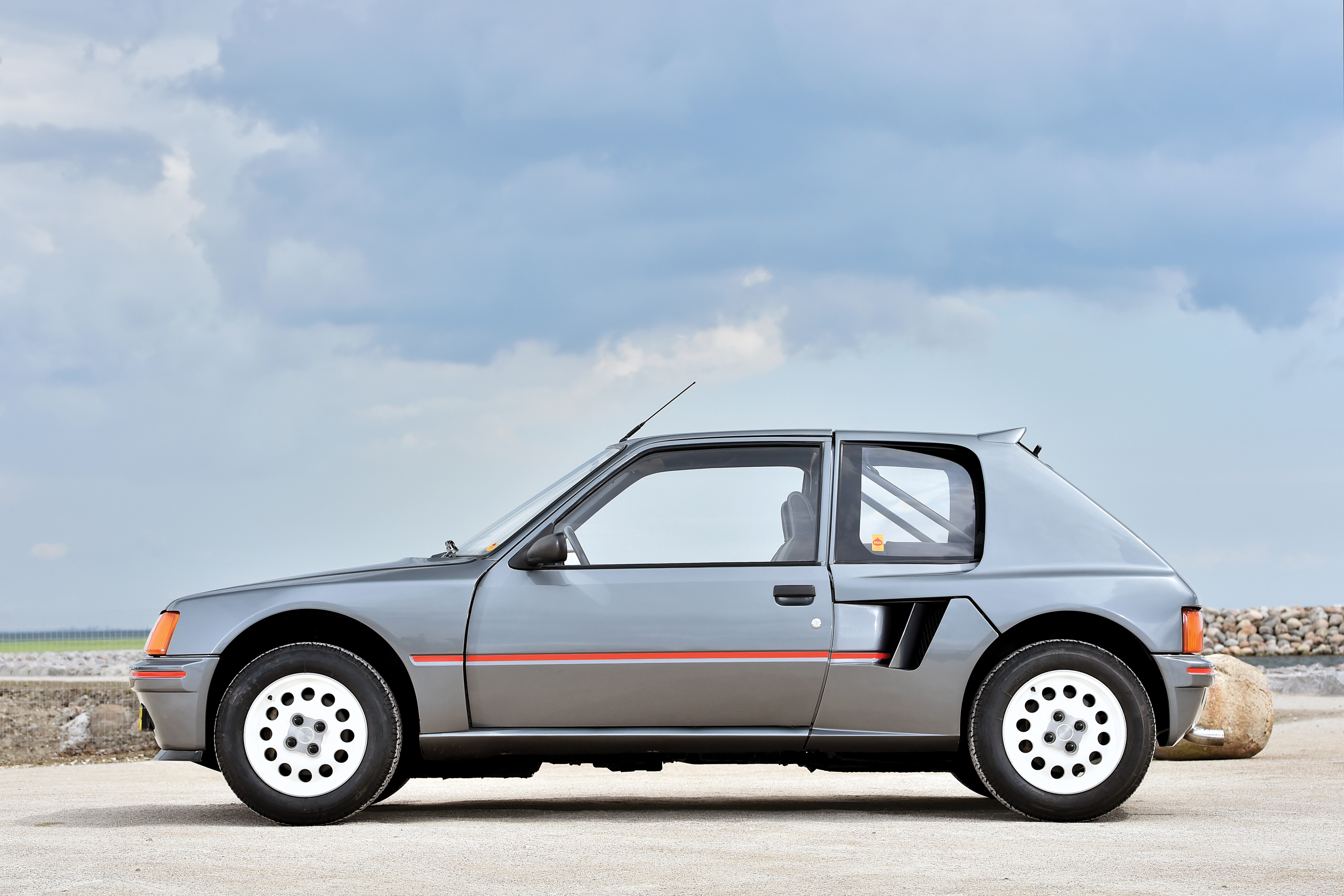 1984 peugeot 205 turbo 16. Black Bedroom Furniture Sets. Home Design Ideas