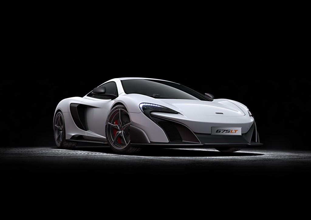 McLaren 675LT_studio_02