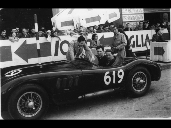 Jaguar-C-Type-at-2012-Mille-Miglia-and-Monaco-Historique-1952-Mille-Miglia-Stirling-Moss-and-Norman-Dewis-1920x1440